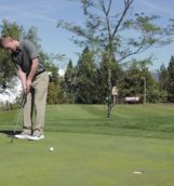 JT Bloomer hits the golf ball to the hole at the UI Golf Course, 09.09.16